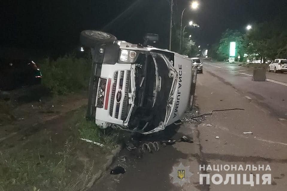 Водій «BMW» виїхав на зустрічну смугу: деталі нічної автотрощі в Ужгороді від поліції (ФОТО), фото-1