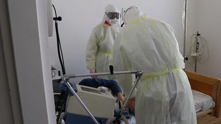 """Вірус дуже підступний, але карантин – не вихід: ужгородський лікар, що працює у """"ковідному"""" відділенні розповів про свою роботу (ФОТО), фото-1"""