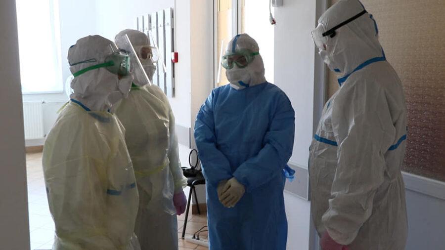 """Вірус дуже підступний, але карантин – не вихід: ужгородський лікар, що працює у """"ковідному"""" відділенні розповів про свою роботу (ФОТО), фото-3"""