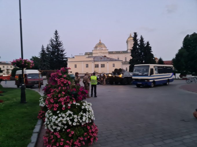 Захоплення людей у Луцьку: терориста затримали, з автобуса виходять заручники, фото-3