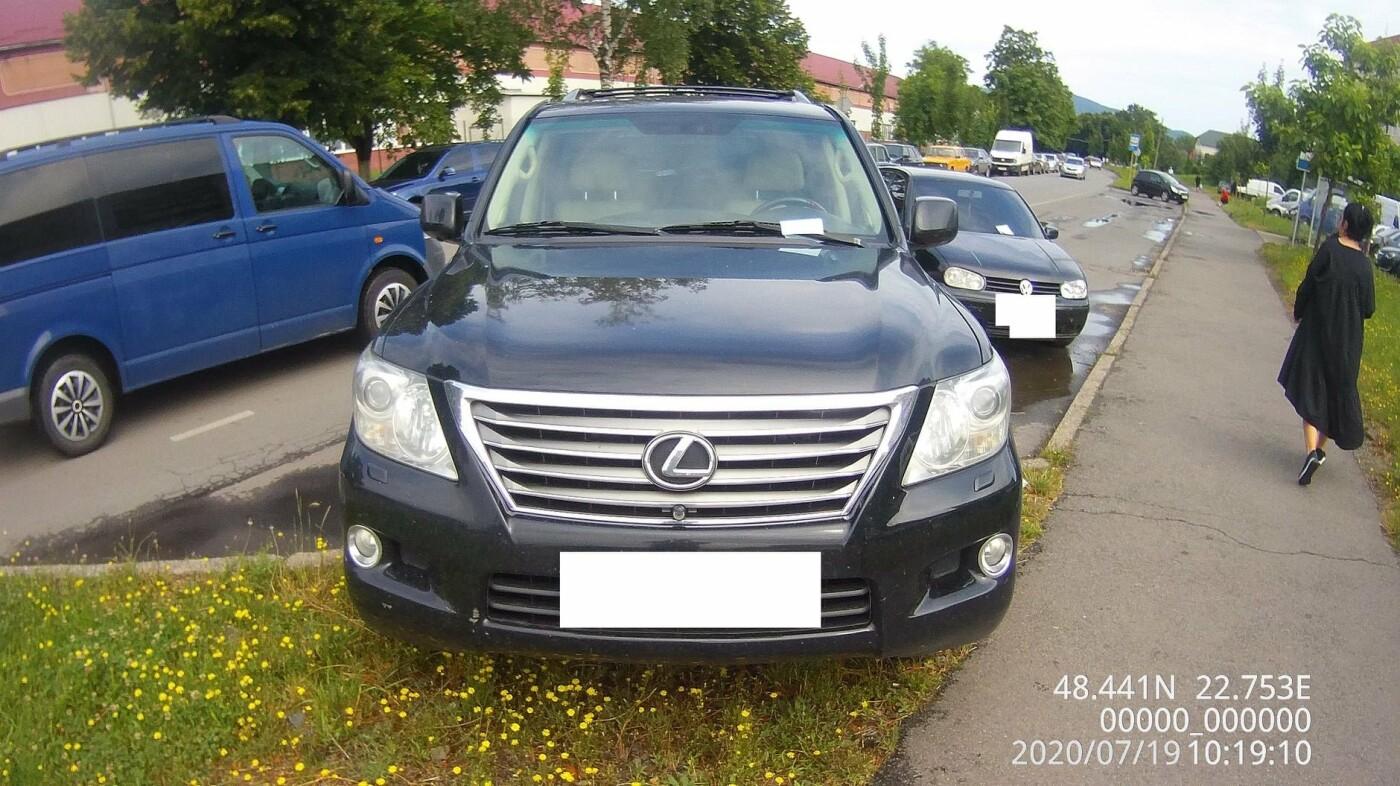 Понад 30 повідомлень про порушення правил паркування складено у Мукачеві за вихідні (ФОТО), фото-1