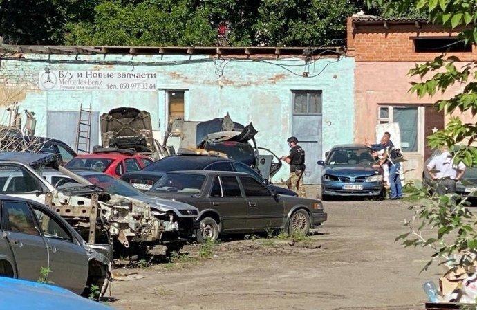 У Полтаві терорист погрожував підірвати гранату, взяв у заручники голову поліції та поїхав у бік Києва, фото-2