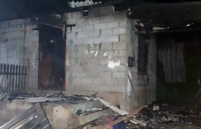 На Закарпатті горів будинок. Вогонь гасили 3 пожежні автівки (ФОТО), фото-1