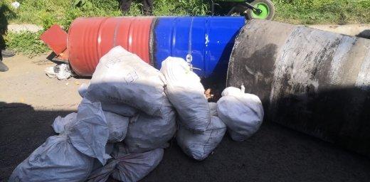 На Закарпатті прикордонники у бензобаках вантажівки виявили  понад 3 центнери бурштину (ФОТО, ВІДЕО), фото-6