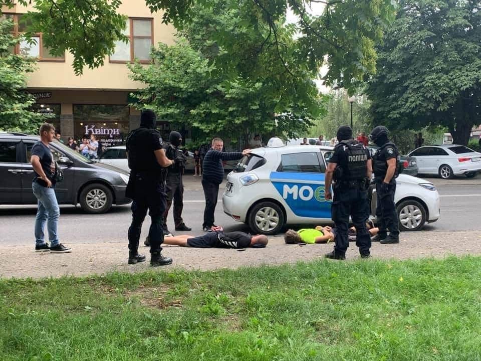Спецоперація в Ужгороді: затримали наркоторговців (ФОТО), фото-1