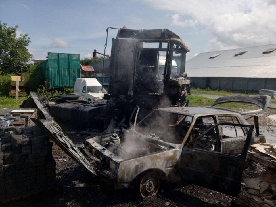 На Закарпатті на території одного з підприємств горіли автомобілі (ФОТО), фото-3