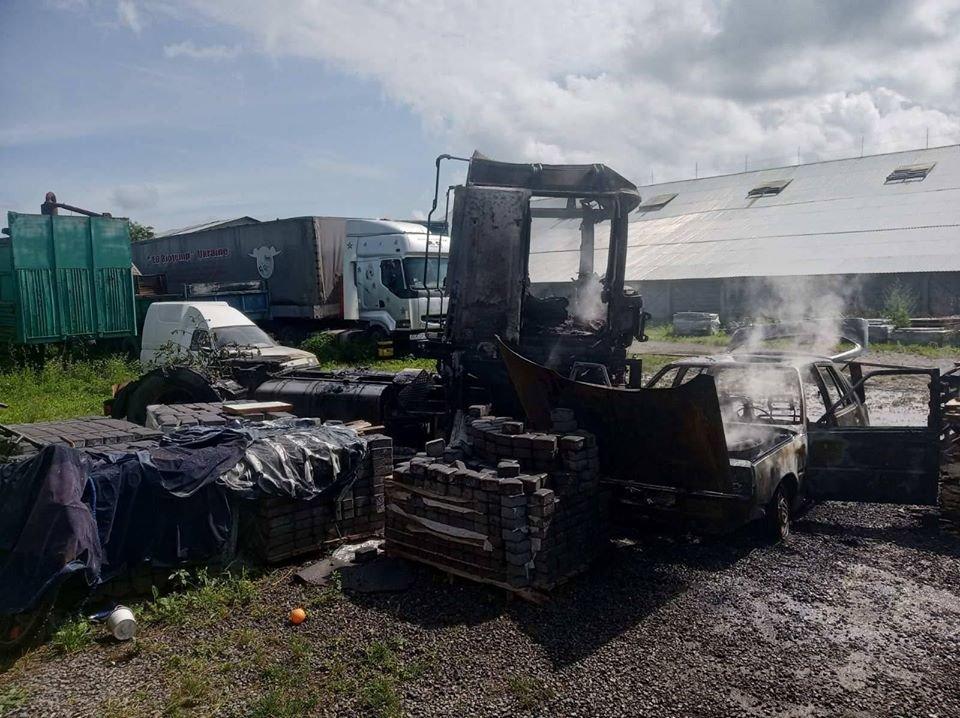 На Закарпатті на території одного з підприємств горіли автомобілі (ФОТО), фото-2