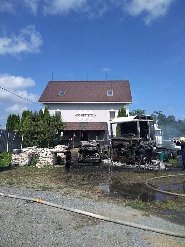 На Закарпатті на території одного з підприємств горіли автомобілі (ФОТО), фото-1