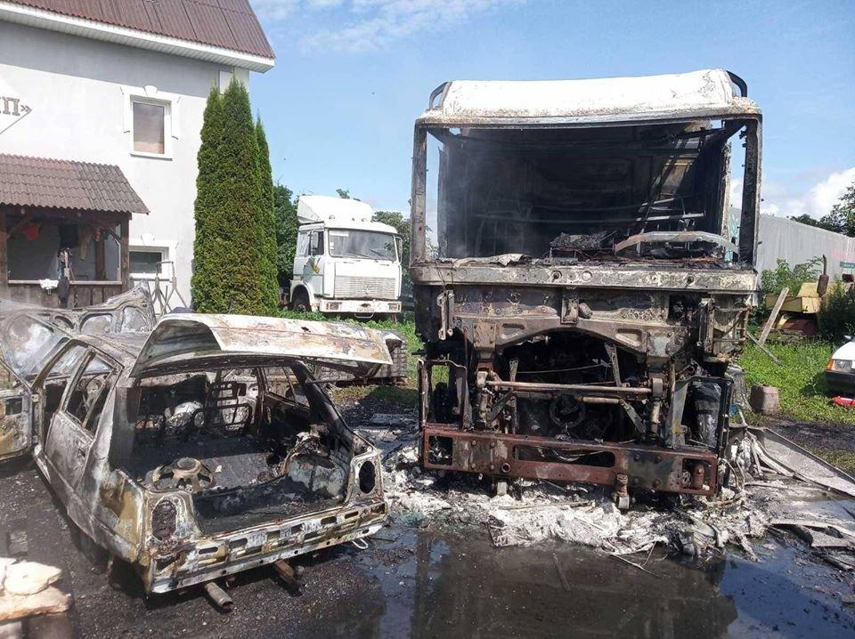 На Закарпатті на території одного з підприємств горіли автомобілі (ФОТО), фото-4