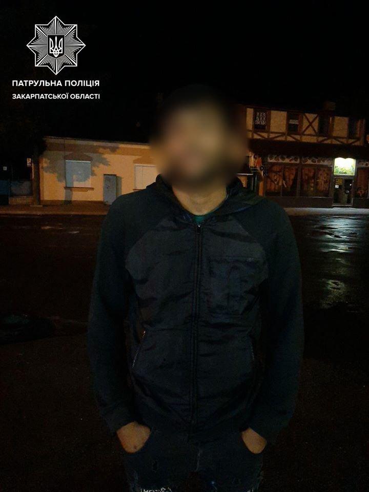 Став свідком крадіжки з власного авто: ужгородські патрульні розшукали крадіїв (ФОТО), фото-3