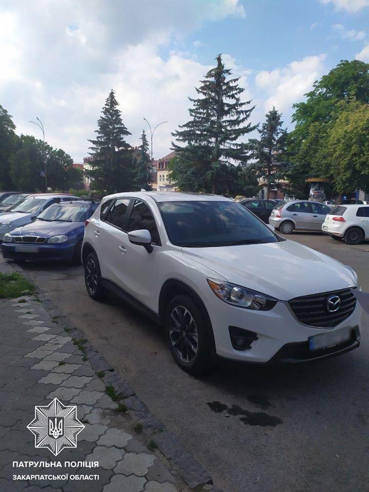 Пошкодив машину та поїхав: в Ужгороді шукають винуватця ДТП (ФОТО), фото-2