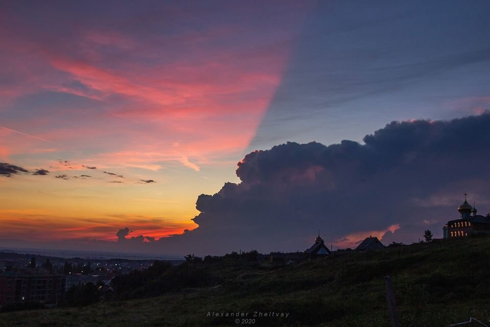 Фото дня: закарпатці спостерігали у небі оригінальний захід сонця, фото-1