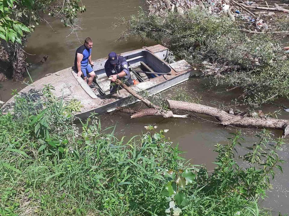 На Закарпатті річку очистять від сміття та мулу (ФОТО), фото-1