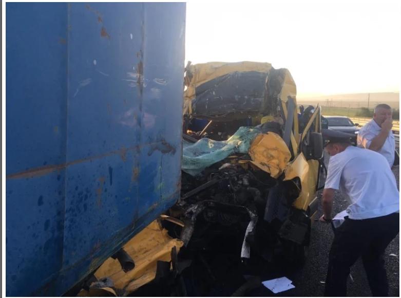 Масштабне ДТП. «Mercedes-Benz Sprinter» влетів у «Камаз: 18 постраждалих, 8 загиблих (ФОТО,ВІДЕО), фото-1
