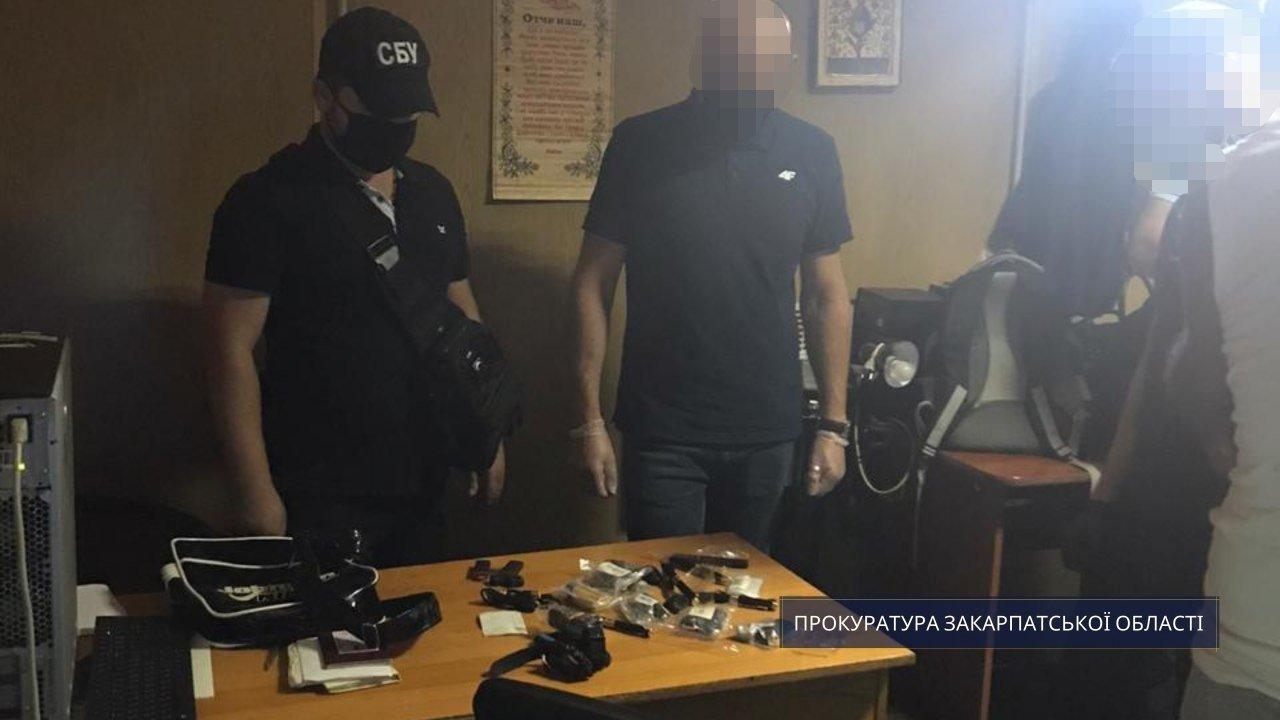 Годинники, флешки та ручки: закарпатець намагався ввезти на Україну предмети для збору інформації, фото-1