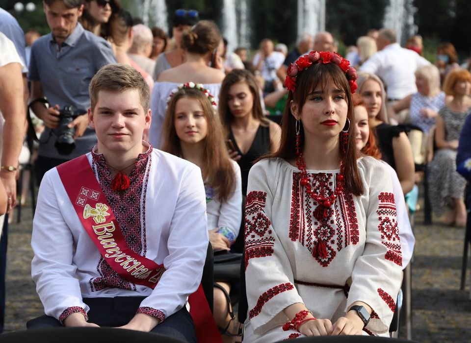 Ужгородських випускників нагородили медалями (ФОТО, ВІДЕО), фото-1