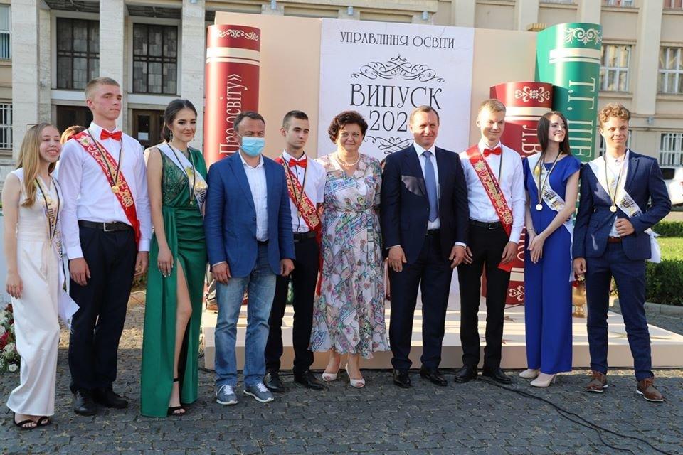 Ужгородських випускників нагородили медалями (ФОТО, ВІДЕО), фото-2