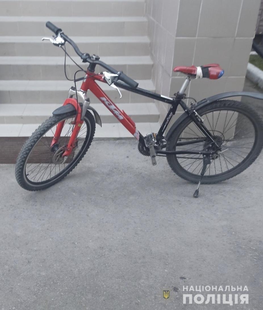Викрав велосипед та намагався обміняти фальшиву купюру: поліція затримала 20-річного закарпатця, фото-1