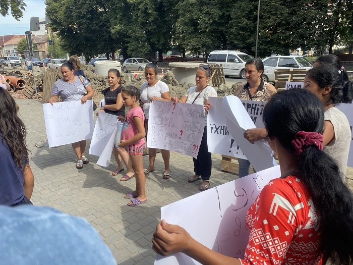 В Ужгороді мітингують матері-одиначки: причина - скасування соцвиплат (ФОТО), фото-3