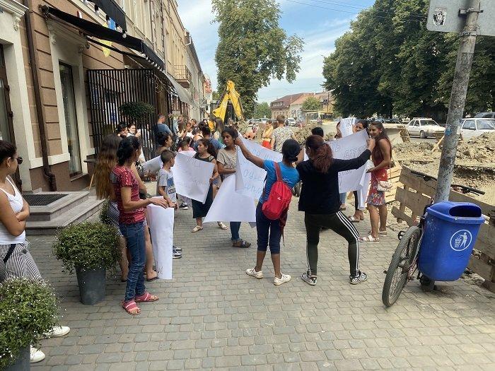 В Ужгороді мітингують матері-одиначки: причина - скасування соцвиплат (ФОТО), фото-2