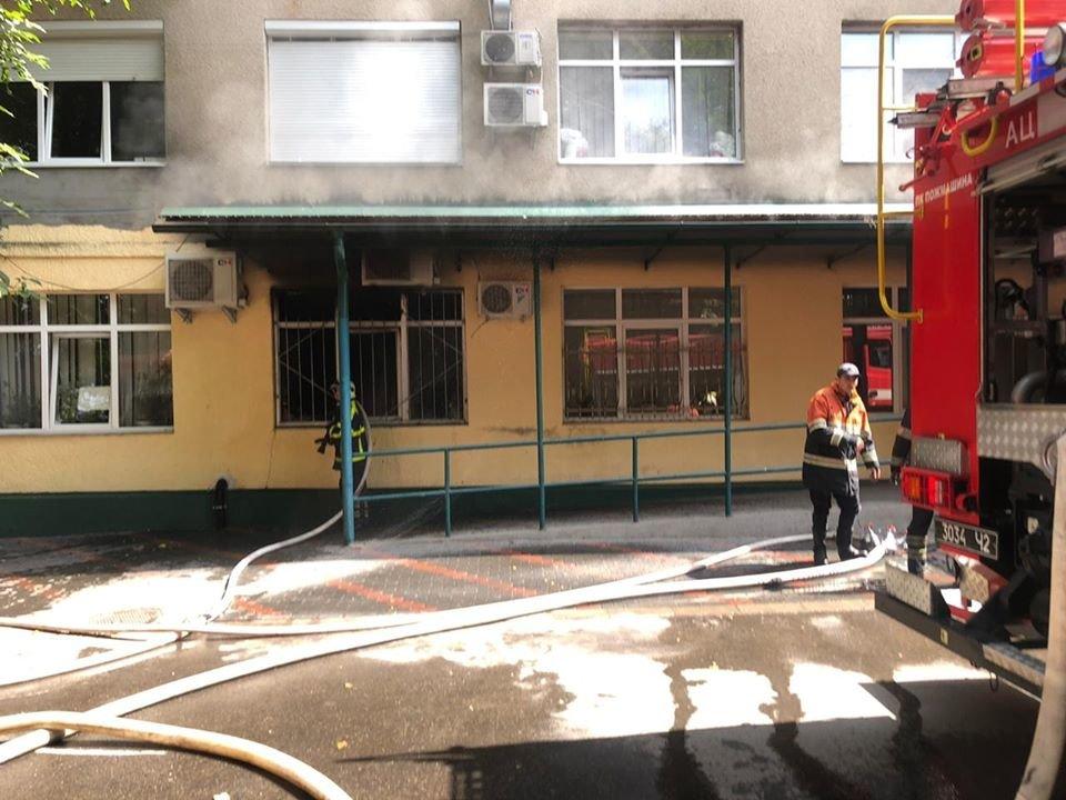 У Хусті горіла лікарня: хворих довелось евакуйовувати (ФОТО), фото-3