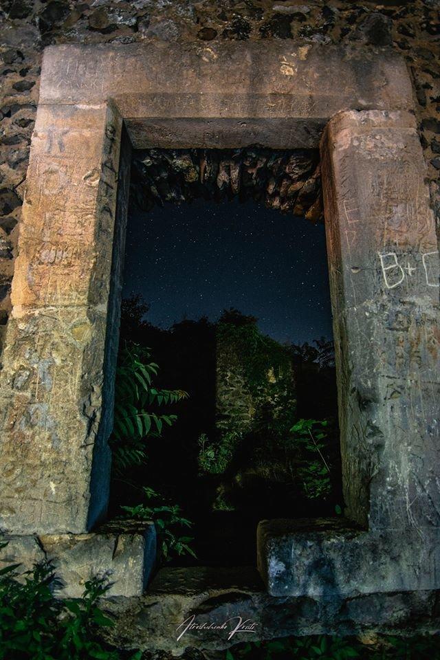 """Фото дня: над Невицьким замком фотографи """"ловили"""" зорепад Персеїд, фото-3"""