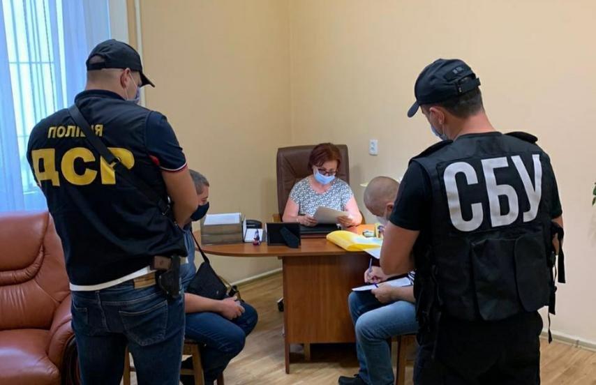 Спланували все до дрібниць: офіційні подробиці викриття корупційної схеми та обшуків в ОДА (ФОТО), фото-1