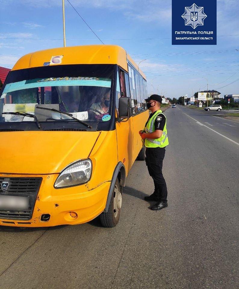 Зростання хворих на коронавірус: на Закарпатті патрульні перевіряють всі автобуси (ФОТО), фото-2