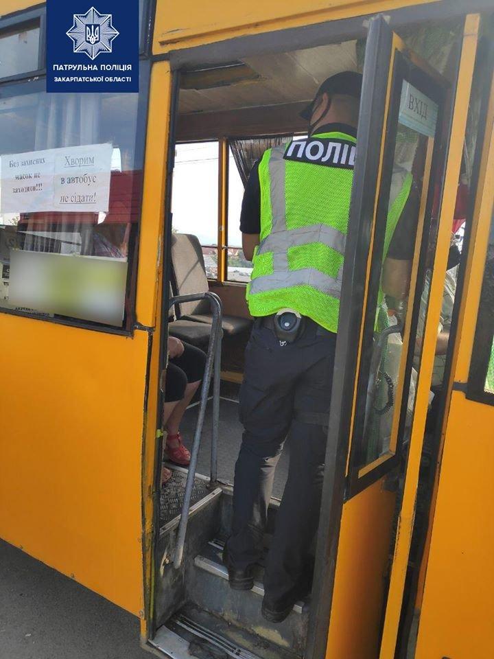 Зростання хворих на коронавірус: на Закарпатті патрульні перевіряють всі автобуси (ФОТО), фото-1