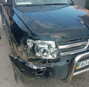 На Закарпатті водій позашляховика в'їхав у бетонну електроопору (ФОТО), фото-1