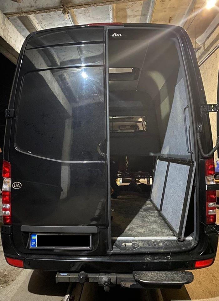 Позбувся авто через контрабанду: закарпатські митники залишили чоловіка без авто (ФОТО), фото-3