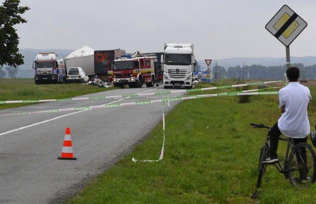 Смертельна ДТП біля Кошице: лоб у лоб на швидкості зіткнулися дві фури (ФОТО), фото-1