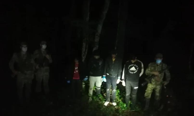 На Закарпатті біля кордону зі Словаччиною затримали групу нелегалів (ФОТО), фото-1