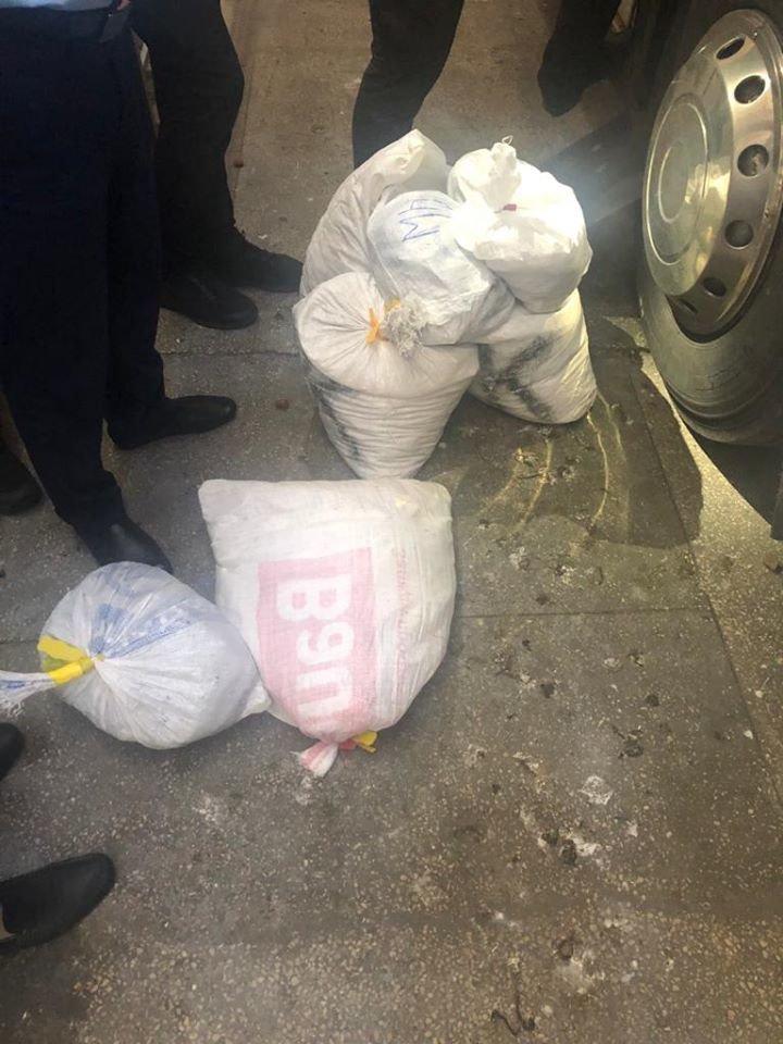 """У пункті пропуски """"Тиса"""" прикордонники виявили 15 мішків з камінням бурштину (ФОТО), фото-3"""