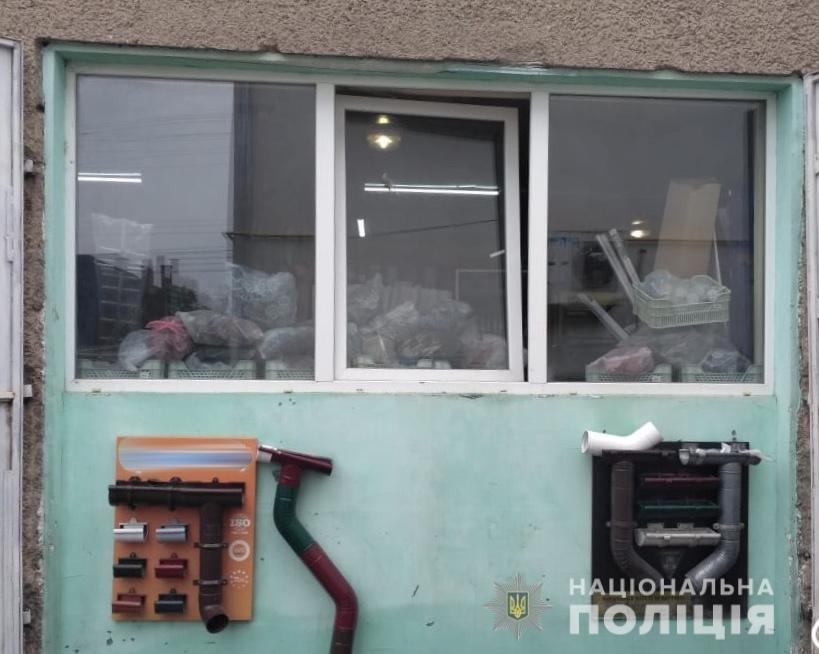 На Закарпатті двоє чоловіків обікрали склад будівельного магазину (ФОТО), фото-1