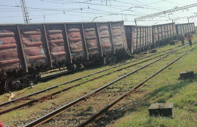 На Берегівщині потяг з'їхав з рейок (ФОТОФАКТ), фото-1