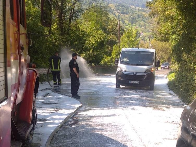 На Закарпатті зіткнулися вантажівка та легковик (ФОТО), фото-2
