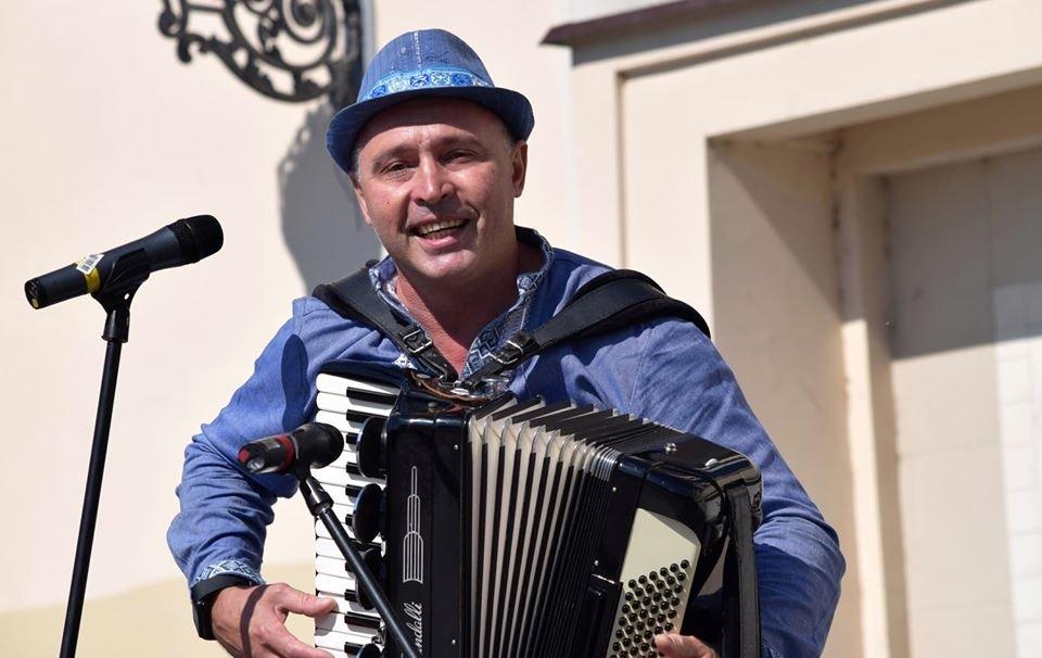 В Ужгороді віршами та пісняли вітали містян з Днем Незалежності (ФОТО), фото-8