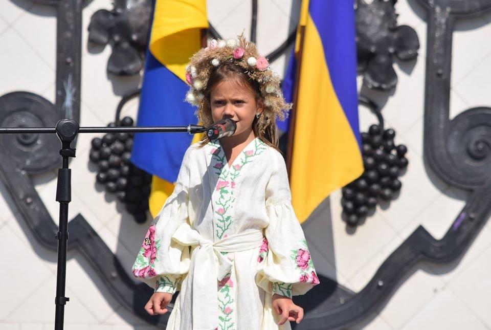 В Ужгороді віршами та пісняли вітали містян з Днем Незалежності (ФОТО), фото-2