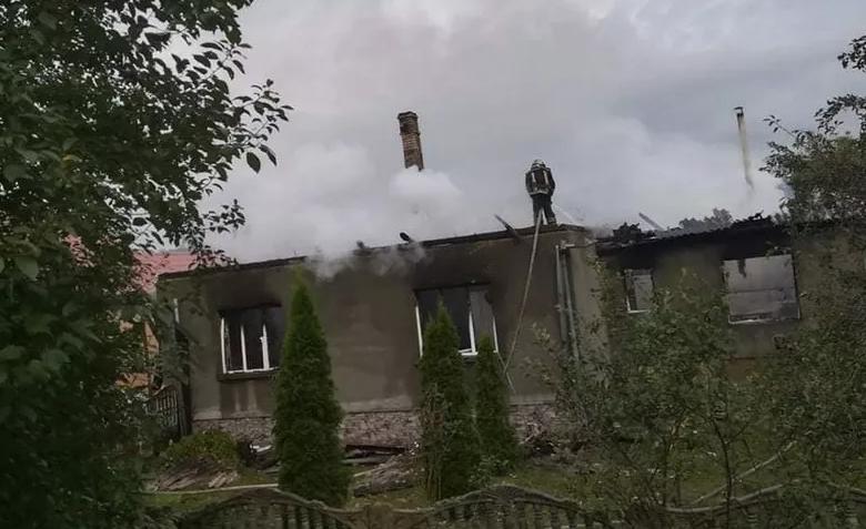 8 дітей залишились без даху над головою: на Закарпатті у родини священника згорів будинок, фото-3