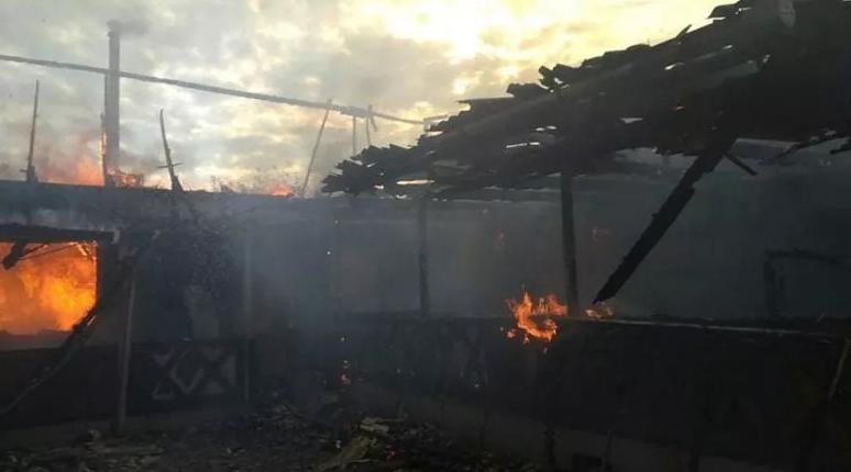 8 дітей залишились без даху над головою: на Закарпатті у родини священника згорів будинок, фото-2