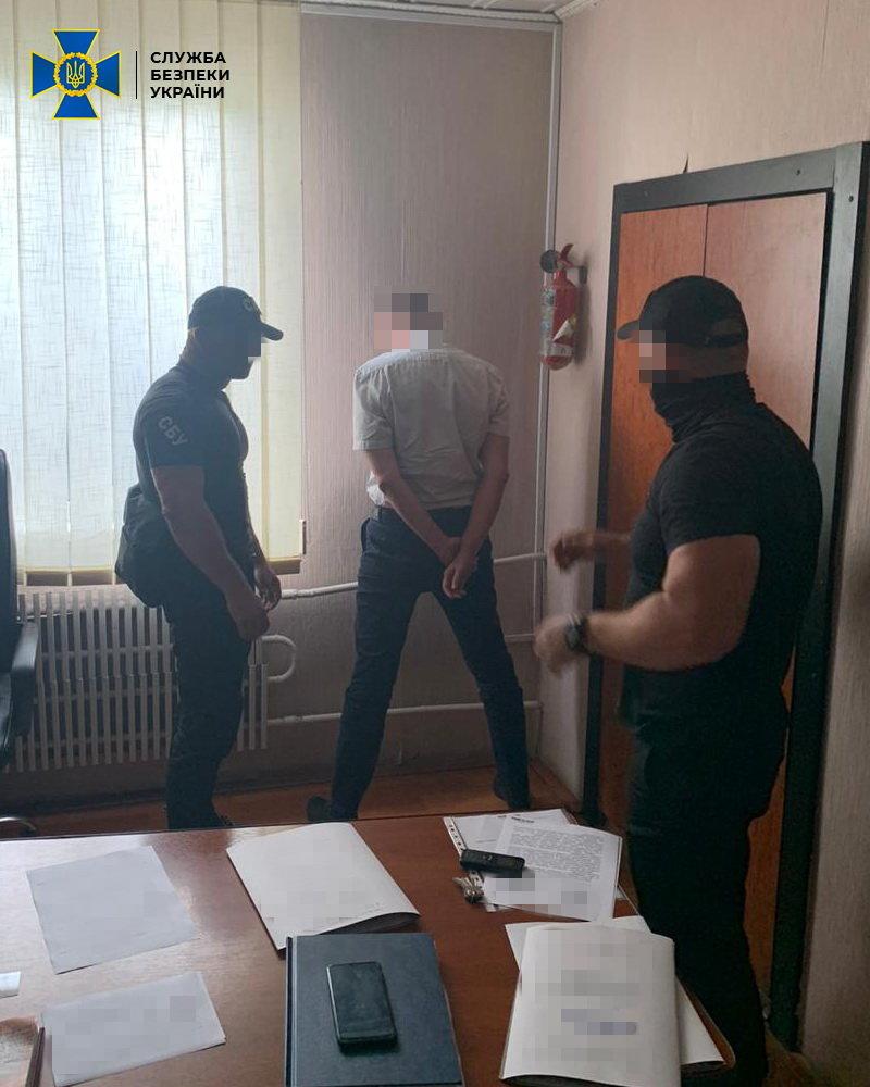 ОФІЦІЙНО: СБУ про затримання посадовця міграційної служби на отриманні хабарів на Закарпатті, фото-3