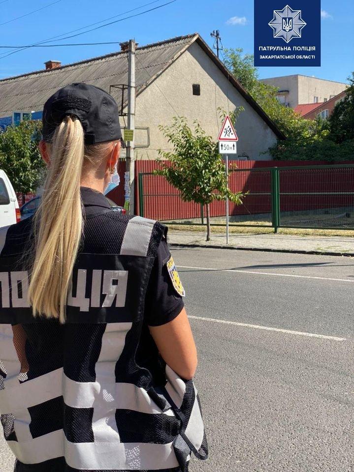 Патрульні Закарпаття продовжують обстеження вулиць та доріг поблизу навчальних закладів, фото-3
