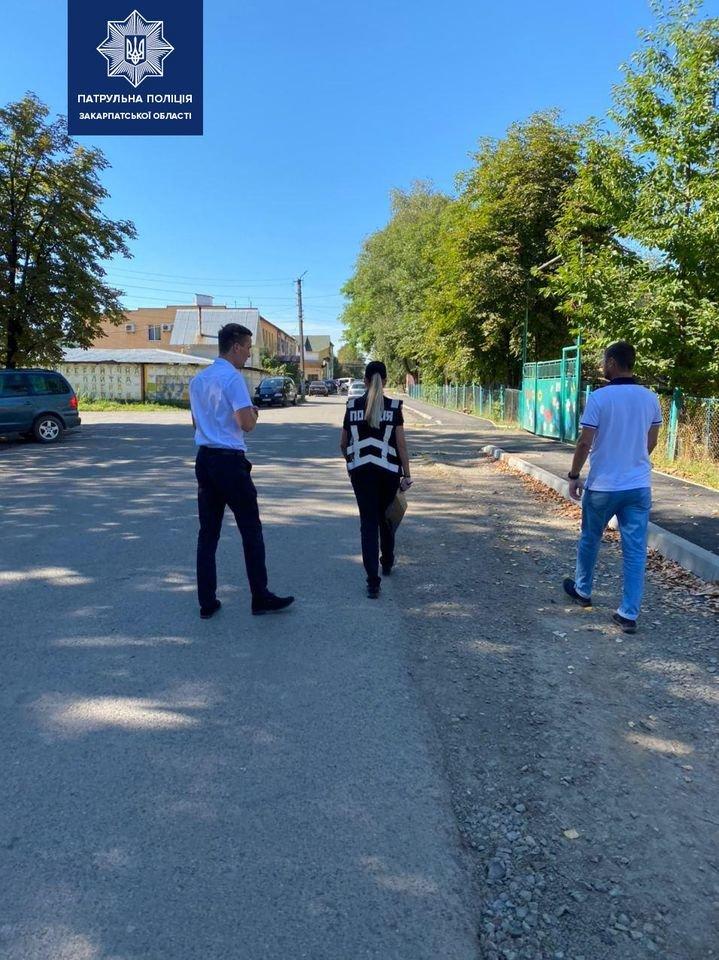 Патрульні Закарпаття продовжують обстеження вулиць та доріг поблизу навчальних закладів, фото-2