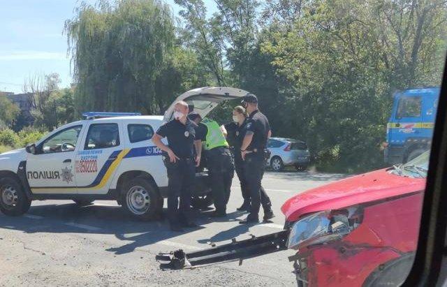 Автівка опинилась у кюветі: поблизу Ужгорода трапилось ДТП (ФОТО), фото-2