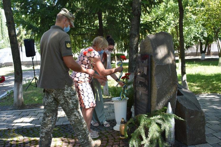 В Ужгороді вшанували пам'ять загиблих військових (ФОТО), фото-1