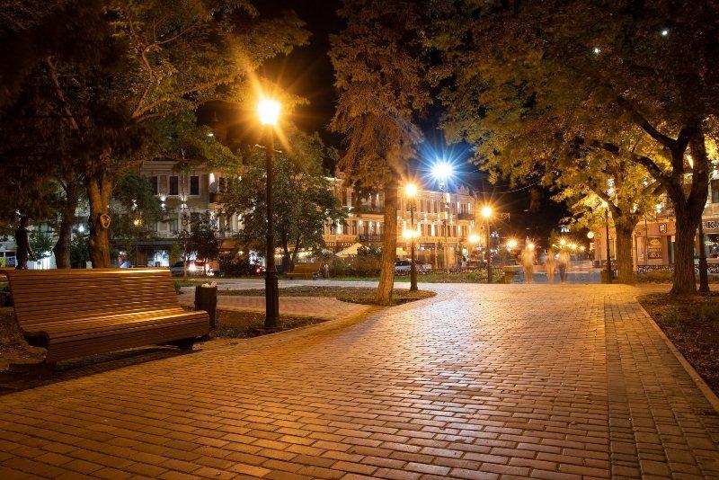 На площі Шандора Петефі в Ужгороді оновили освітлення (ФОТО), фото-1