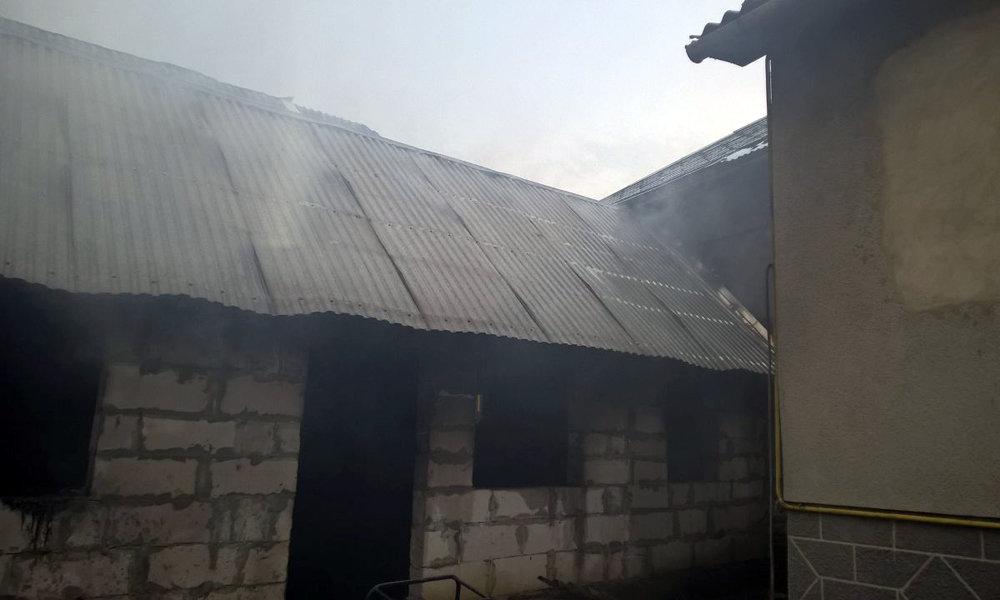 Рятувальники приборкували пожежу на Мукачівщині - горіли дві надвірні споруди (ФОТО), фото-4