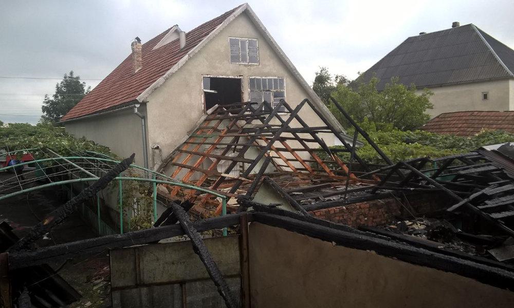 Рятувальники приборкували пожежу на Мукачівщині - горіли дві надвірні споруди (ФОТО), фото-3