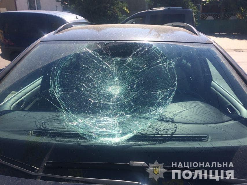 Офіційно: чоловік, який стрибав по автівках в Ужгороді був тверезим (ФОТО), фото-2